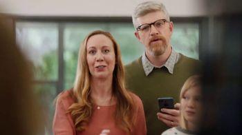 XFINITY xFi TV Spot, 'Family Heirloom' Featuring Amy Poehler - Thumbnail 6