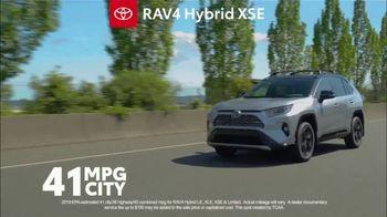 Toyota RAV4 TV Spot, 'Road Trip: Ethan's Playlist' Feat. Danielle Demski, Ethan Erickson [T2] - Thumbnail 4