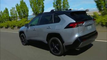 Toyota RAV4 TV Spot, 'Road Trip: Ethan's Playlist' Feat. Danielle Demski, Ethan Erickson [T2] - Thumbnail 6