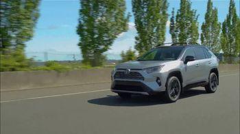 Toyota RAV4 TV Spot, 'Road Trip: Ethan's Playlist' Feat. Danielle Demski, Ethan Erickson [T2] - Thumbnail 9