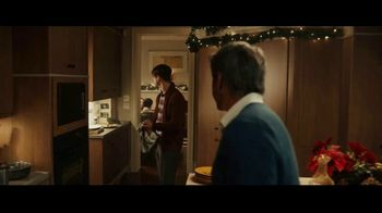 Stella Artois TV Spot, 'Holidays: Moments Worth Making' Song by Aaron Espe - Thumbnail 4