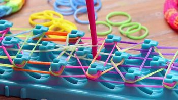 Cra-Z-Art Cra-Z-Loom TV Spot, 'Ultimate Rubber Band Maker' - Thumbnail 3
