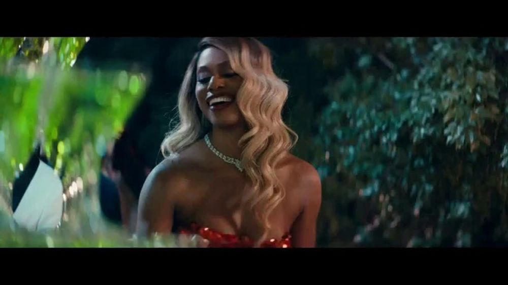 Smirnoff No. 21 Vodka TV Commercial, 'Tree Topping' Featuring Laverne Cox, Song by Ella Fitzgerald