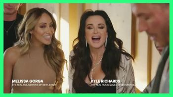 Hulu TV Spot, 'Chrissy Teigen's House Party: Celery Juice' Featuring Lee Rosbach, Kyle Richards - Thumbnail 2