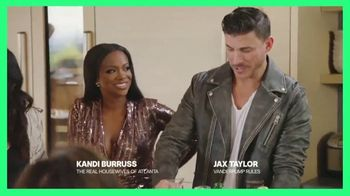 Hulu TV Spot, 'Chrissy Teigen's House Party: Celery Juice' Featuring Lee Rosbach, Kyle Richards - Thumbnail 3