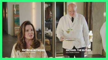 Hulu TV Spot, 'Chrissy Teigen's House Party: Celery Juice' Featuring Lee Rosbach, Kyle Richards - Thumbnail 4