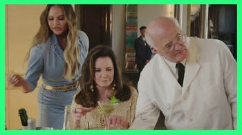 Hulu TV Spot, 'Chrissy Teigen's House Party: Celery Juice' Featuring Lee Rosbach, Kyle Richards - Thumbnail 6