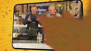 Food Network Kitchen App TV Spot, 'ThanksWinning: Around the Corner' Featuring Michael Symon - Thumbnail 6