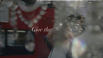 Victoria's Secret TV Spot, 'Holidays: Angels Abroad: Free Tote' - Thumbnail 4
