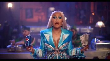 Pepsi TV Spot, 'Gift It Forward: Holiday Gifting Advice' Featuring Cardi B - Thumbnail 3
