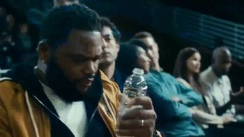 Budweiser TV Spot, 'Make the Right Call. Drink Wiser' Featuring Anthony Anderson, Danny Green - Thumbnail 4