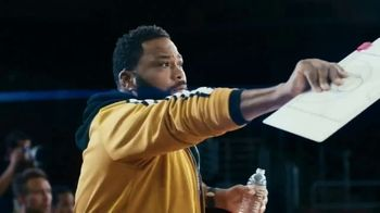 Budweiser TV Spot, 'Make the Right Call. Drink Wiser' Featuring Anthony Anderson, Danny Green - Thumbnail 6