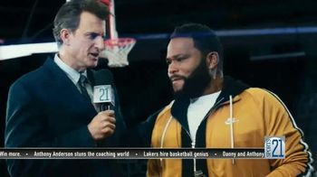 Budweiser TV Spot, 'Make the Right Call. Drink Wiser' Featuring Anthony Anderson, Danny Green - Thumbnail 7