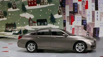 Happy Honda Days TV Spot, 'Unwrap the Joy: To You and Yours' Song by Earth, Wind and Fire [T1] - Thumbnail 3