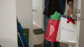 U.S. Cellular TV Spot, 'Holidays: Switch and Get the Latest Phones Free' - Thumbnail 1