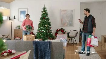 U.S. Cellular TV Spot, 'Holidays: Switch and Get the Latest Phones Free' - Thumbnail 2