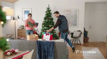 U.S. Cellular TV Spot, 'Holidays: Switch and Get the Latest Phones Free' - Thumbnail 3
