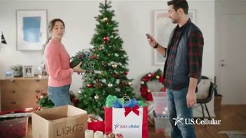 U.S. Cellular TV Spot, 'Holidays: Switch and Get the Latest Phones Free' - Thumbnail 4
