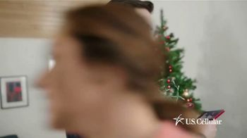 U.S. Cellular TV Spot, 'Holidays: Switch and Get the Latest Phones Free' - Thumbnail 6