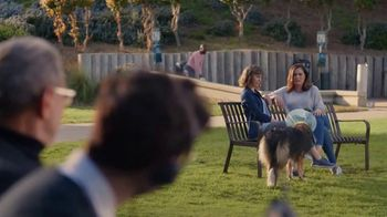 Apartments.com TV Spot, 'Dog Park' Featuring Jeff Goldblum - Thumbnail 7