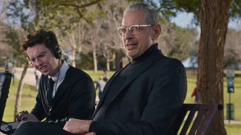 Apartments.com TV Spot, 'Dog Park' Featuring Jeff Goldblum - Thumbnail 9