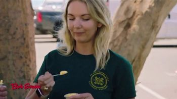 Bob Evans TV Spot, 'Finding Their People' Featuring Alfonso Ribeiro, Jerry O'Connell - Thumbnail 5