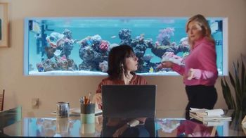XFINITY Gig Speed Internet TV Spot, 'Open House' Featuring Amy Poehler - Thumbnail 4