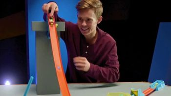 Hot Wheels Track Builder Unlimited TV Spot, 'Build and Boost' Featuring Tanner Fox - Thumbnail 4