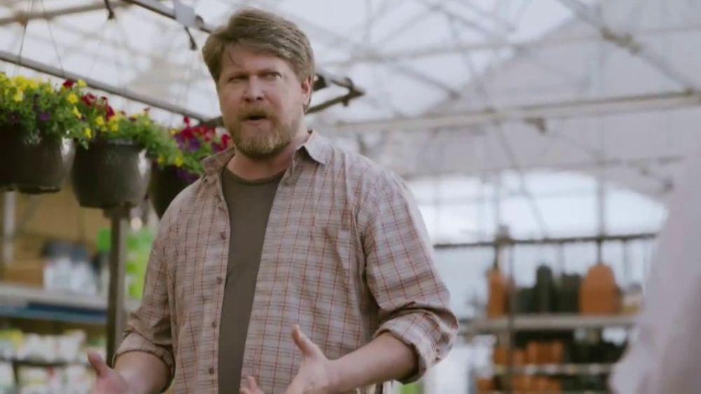 Lowe's TV Commercial, 'Yard-Off: Garden Soil'