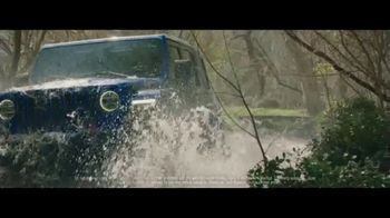 Jeep Friends & Family Pricing for All TV Spot, 'Test of Time' Song by Old Dominion [T2] - Thumbnail 4