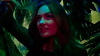 Celebrity Cruises TV Spot, 'Wonder Awaits: Save Up to $1,000' Song by Jefferson Airplane - Thumbnail 3