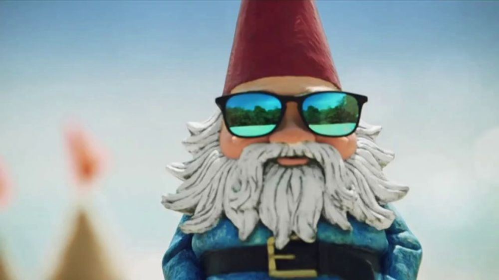 Travelocity TV Commercial, 'Beach Masterpiece'