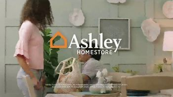 Ashley HomeStore Best of the Best Sale TV Spot, 'Queen Bed and Sectional' - Thumbnail 9