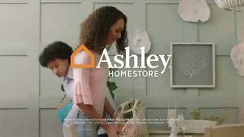 Ashley HomeStore Best of the Best Sale TV Spot, 'Queen Bed and Sectional' - Thumbnail 8