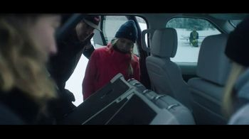 2020 Land Rover Discovery TV Spot, 'Play Harder: Remote Intelligent Seat Fold' Ft. Steven Nyman [T1] - Thumbnail 3