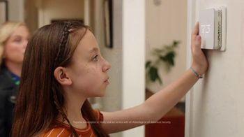 XFINITY xFi TV Spot, 'Family Heirloom: $20' Featuring Amy Poehler - Thumbnail 3