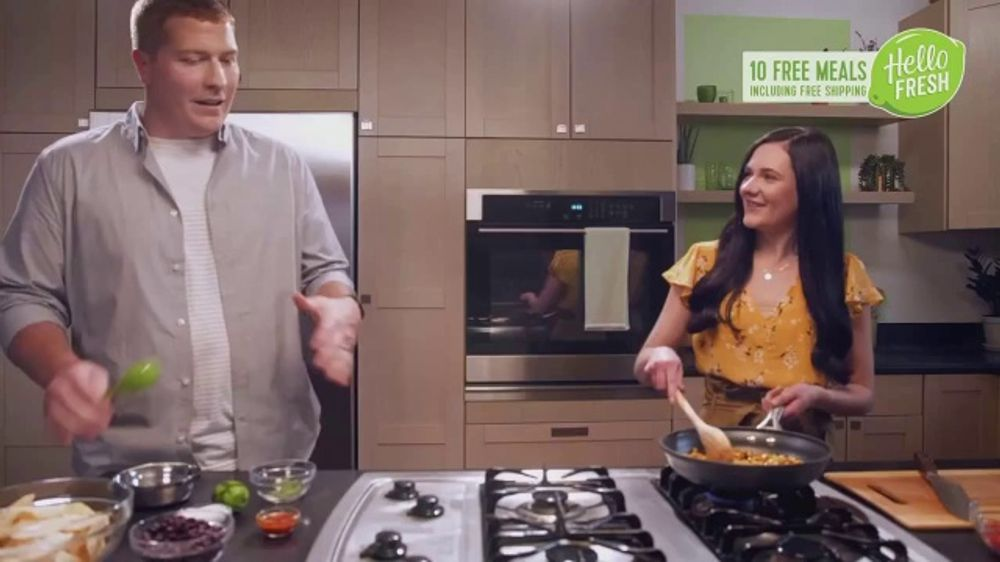HelloFresh New Year's Sale TV Commercial, 'Margaret and Nick: 10 Free Meals'