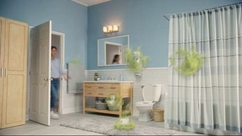 Febreze Small Spaces TV Spot, 'Flush Fling' - Thumbnail 2