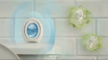 Febreze Small Spaces TV Spot, 'Flush Fling' - Thumbnail 5
