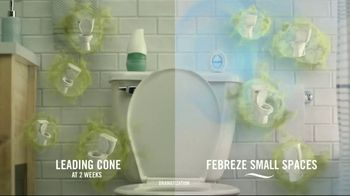 Febreze Small Spaces TV Spot, 'Flush Fling' - Thumbnail 6