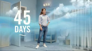 Febreze Small Spaces TV Spot, 'Flush Fling' - Thumbnail 7