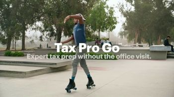 H&R Block Tax Pro Go TV Spot, 'Doing Taxes' Song by the Isley Brothers - Thumbnail 9