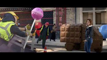 Candy Crush Saga TV Spot, 'Smash It' Song by Amanda Fondell - Thumbnail 4