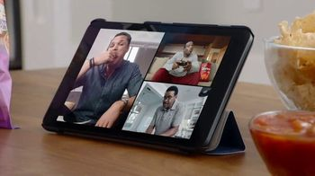 Frito Lay TV Spot, 'Group Chat' Ft. Tony Gonzalez, Deion Sanders, Terry Bradshaw, Michael Irvin - Thumbnail 3