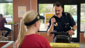 Hungry Howie's Stuffed Flavored Crust Pizza TV Spot, 'Mall Cop' - Thumbnail 4