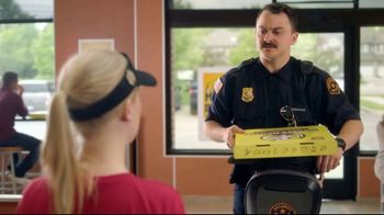 Hungry Howie's Stuffed Flavored Crust Pizza TV Spot, 'Mall Cop' - Thumbnail 5