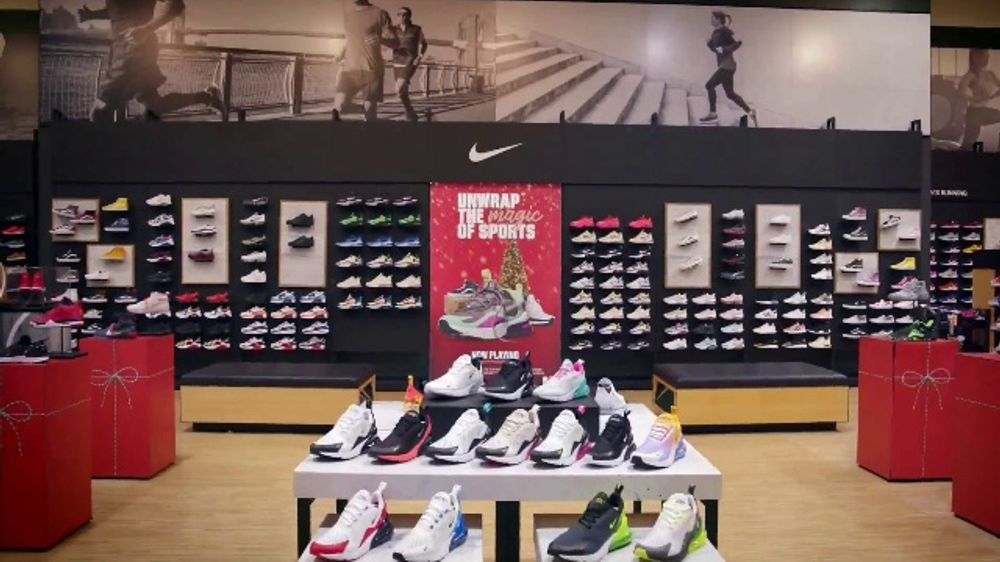 Dick's Sporting Goods TV Commercial, 'Last-Minute Holiday Deals: Nike Fleece, Hydro Flasks, Coats &