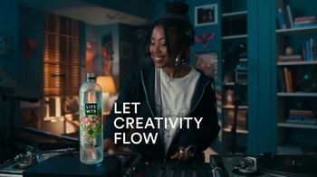 LIFEWTR TV Spot, 'Let Creativity Flow' Song by Koffee - Thumbnail 7