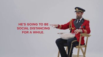 Hotels.com TV Spot, 'Social Distancing' - Thumbnail 6