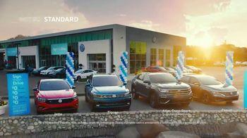 Volkswagen Evento de Primavera Not So Standard Sign Then Drive TV Spot, 'Celebrando' [Spanish] [T2] - Thumbnail 5